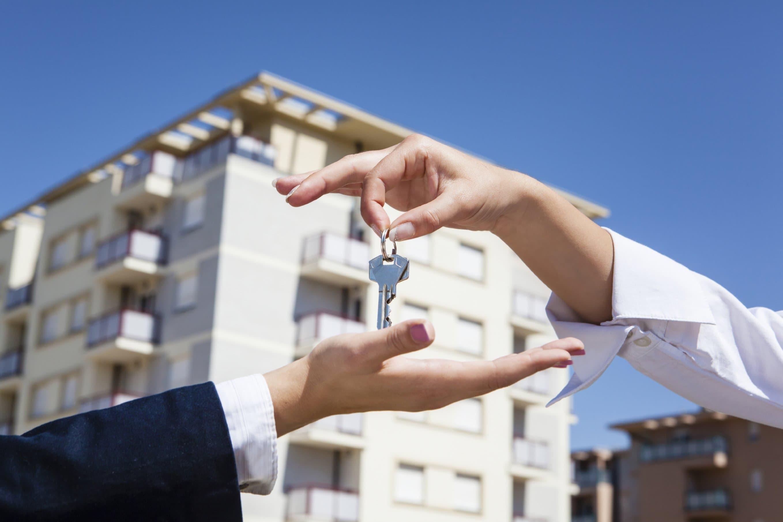 взять кредит под ипотечную квартиру